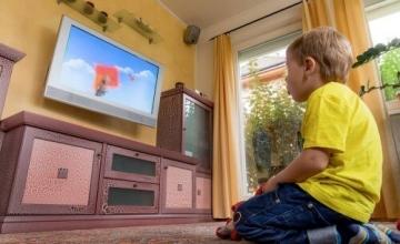 Ποιος είναι ο συνιστώμενος χρόνος για ένα παιδί μπροστά από την τηλεόραση