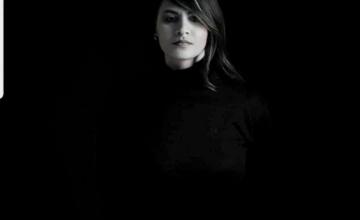 """Η Vasia Bresta στην ταινία μικρού μήκους """"Χειραψία-Handshake"""" της Κατερίνας Σιγάλα"""