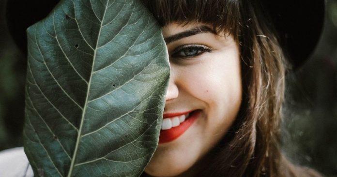 Η ευτυχία είναι μεταδοτική. Κάντε παρέα με χαρούμενους ανθρώπους