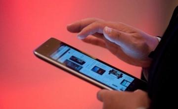 «Κούρεμα» στο τέλος κινητής τηλεφωνίας – Τι μείωση θα δούμε στους λογαριασμούς του κινητού