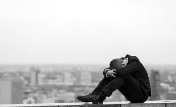 Κατάθλιψη: Αυτά είναι τα 9 σημάδια της στο σώμα μας